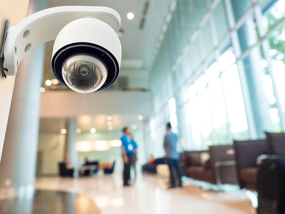 Foto de una cámara CCTV en un hotel.