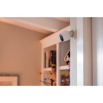 Cámara CCTV en un pasillo