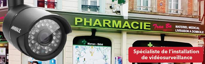 Cámara CCTV en frente de una farmacia.